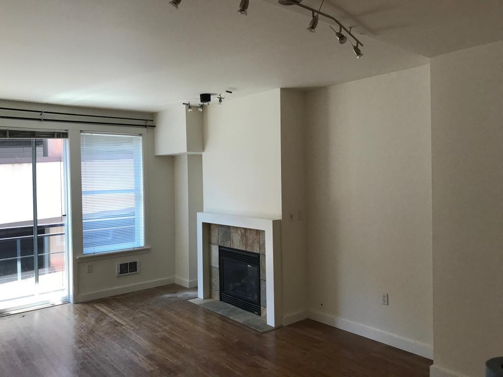 Living room w/Balcony
