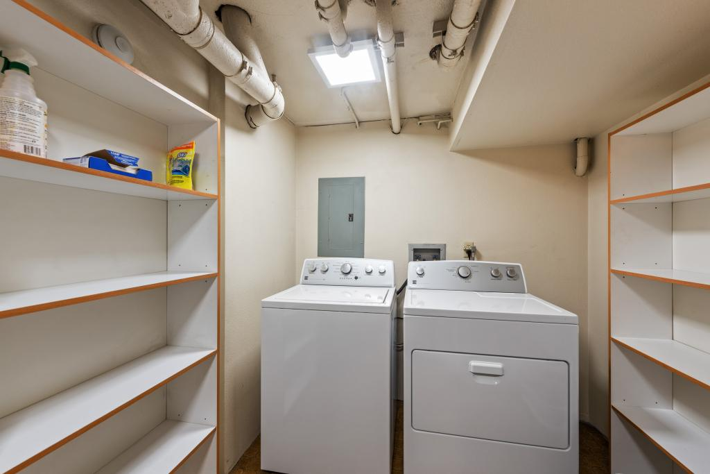 Private laundry/pantry