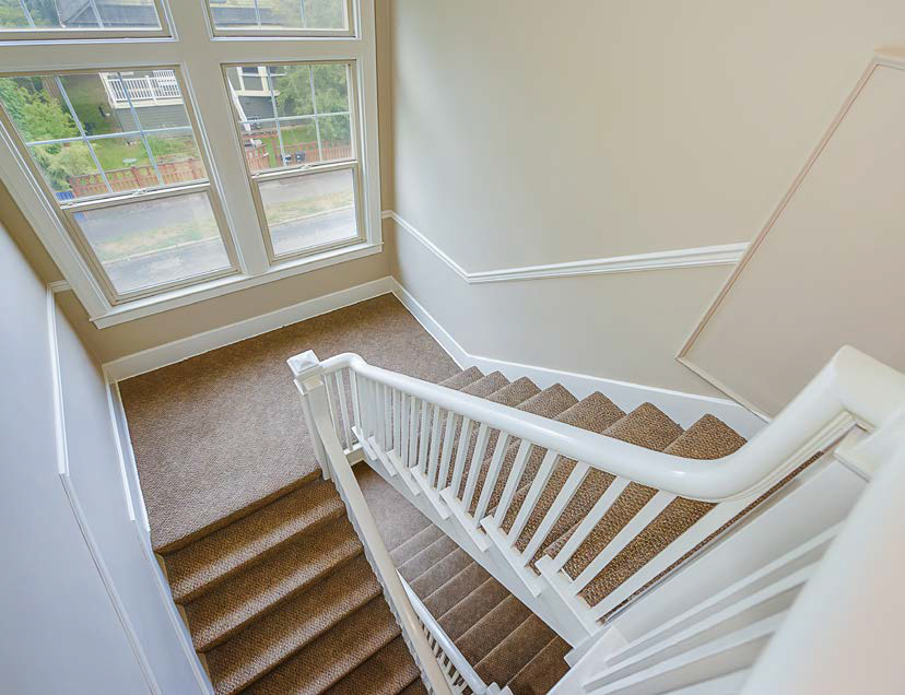 Swansonia Apartments: classic stairs