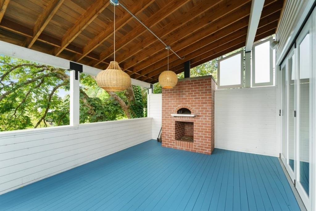 Outdoor Living w/ Pizza Oven