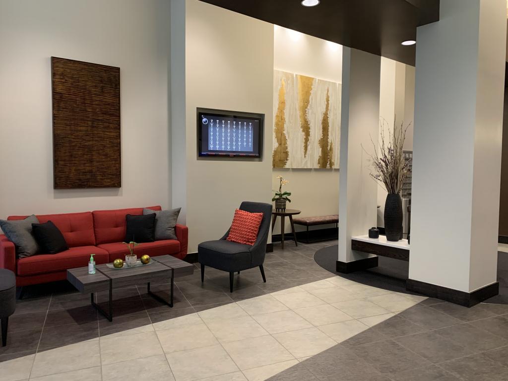 Main Lobby w/24-Hour Concierge